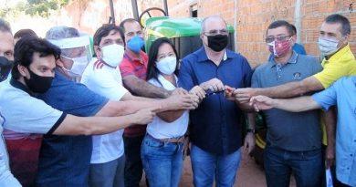 Em Amarante Hildo Rocha entrega equipamentos agrícolas e assina ordem de serviço para construção de agroindústria de beneficiamento de mandioca