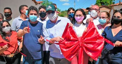 Hildo Rocha e prefeito Zezão, de Governador Luiz Rocha, inauguram pavimentação em bloquetes