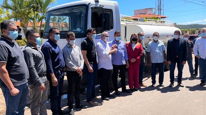 Deputado Hildo Rocha entrega caminhão pipa que irá abastecer comunidades indígenas de Jenipapo dos Vieiras