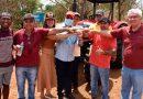 Hildo Rocha e Arnaldo Melo entregam patrulha agrícola a produtores rurais da Malhada da Areia