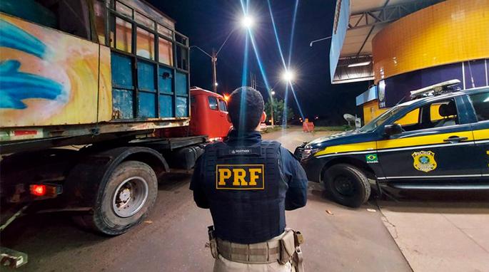 PRF apreende veículo com registro de roubo na BR-222